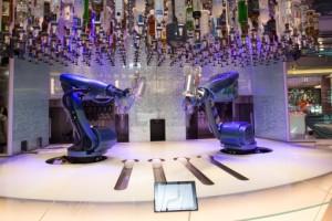 Barkeeper der Bionic Bar von Royal Caribbean International