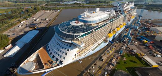 Die Quantum of the Seas kurz vor der Überführung in der Meyer Werft in Papenburg. Foto: Meyer Werft