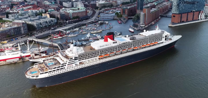 Queen Mary 2 in Hamburg