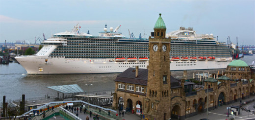 Regal Princess beim Erstanlauf in Hamburg. Foto: Hamburg Cruise Center