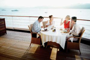 Essen auf dem Deck bei Silversea. Foto: Silversea Cruises