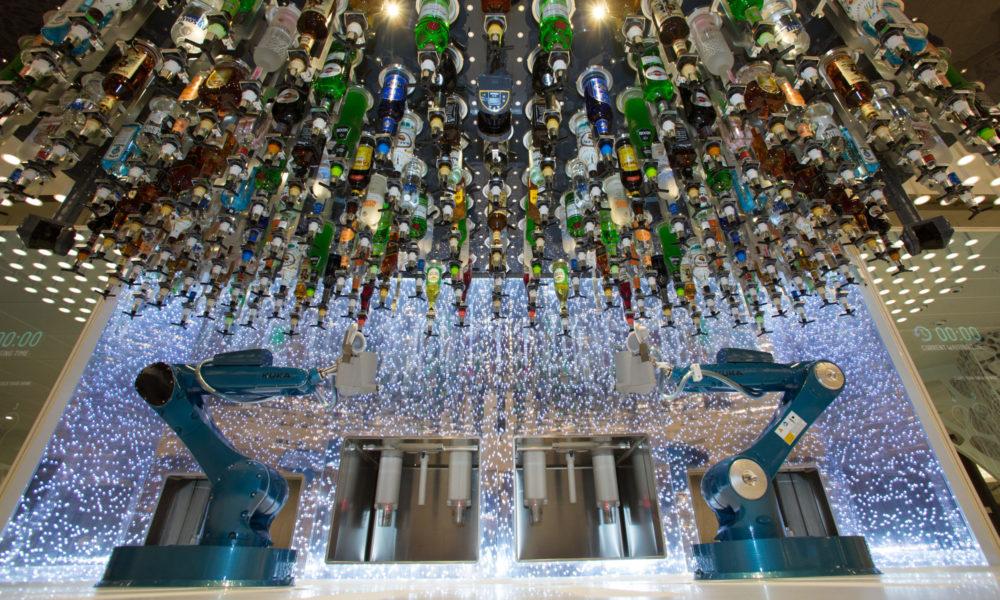 Bionic Bar der Symphony of the Seas. Foto: Royal Caribbean International