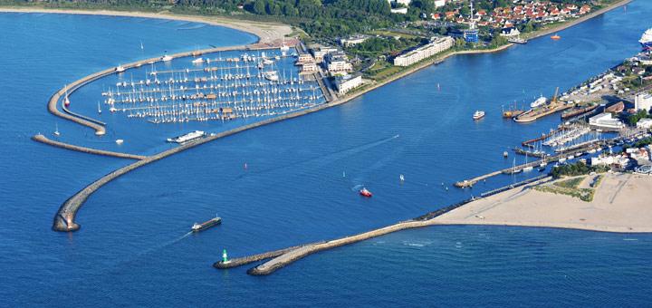Hafeneinfahrt von Warnemünde. Foto: Manfred Sander