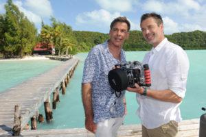Traumschiff-Kapitän Viktor und sein Freund Dirk in Palau. Foto: Dirk Bartling / ZDF